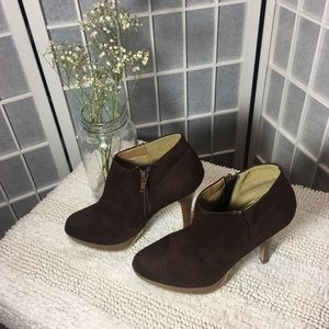 Wild Diva Size 7 Suede High Heel Booties GUC Brown